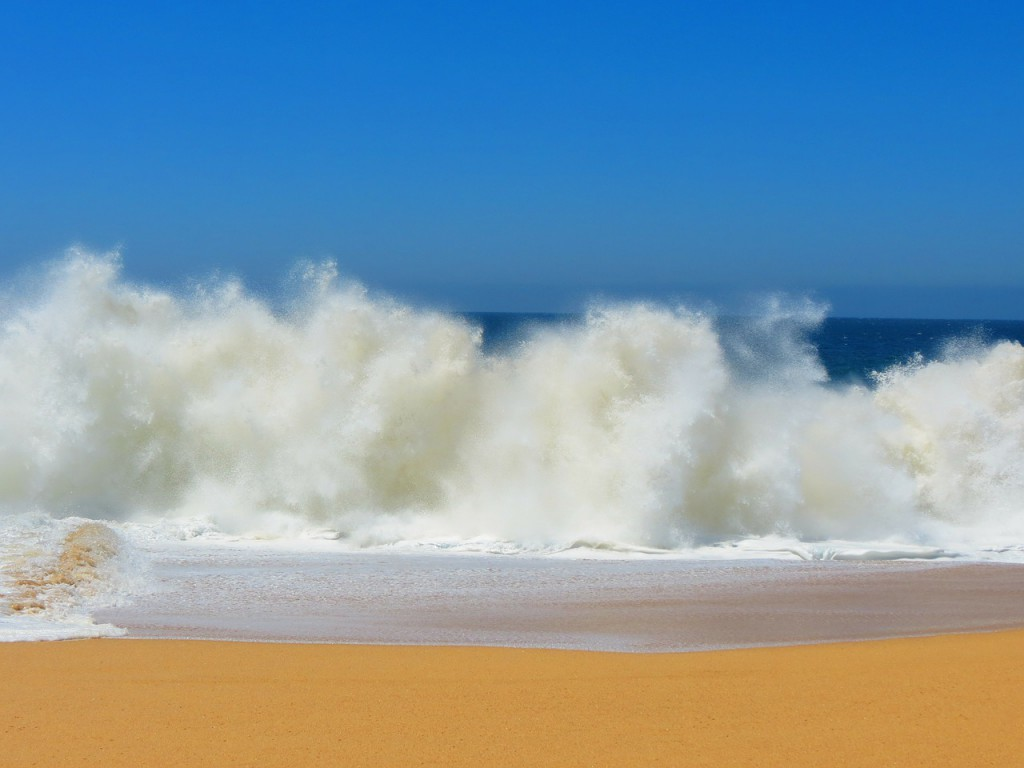 crashing-waves-140244_1280