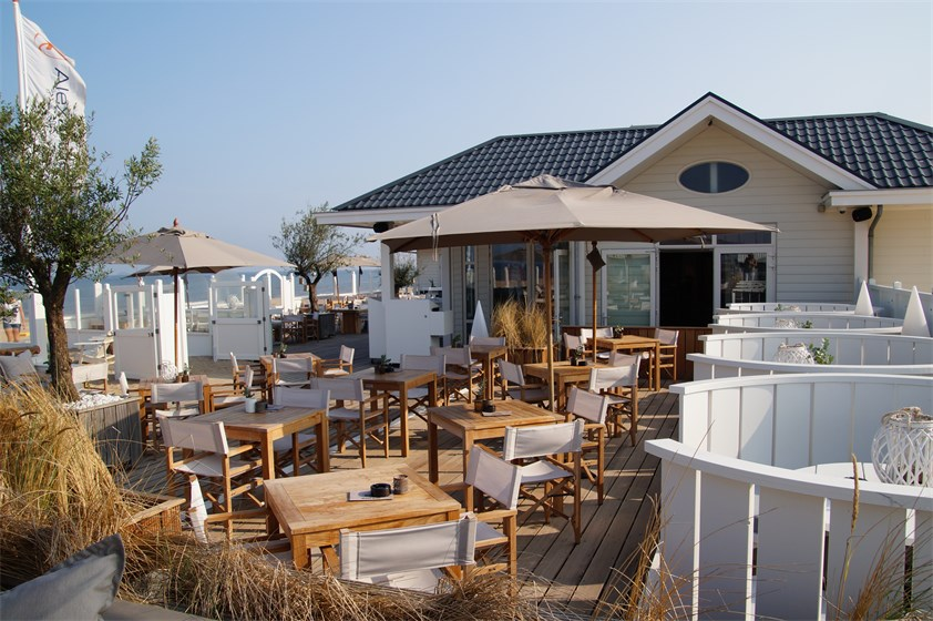 alexander beach club buiten