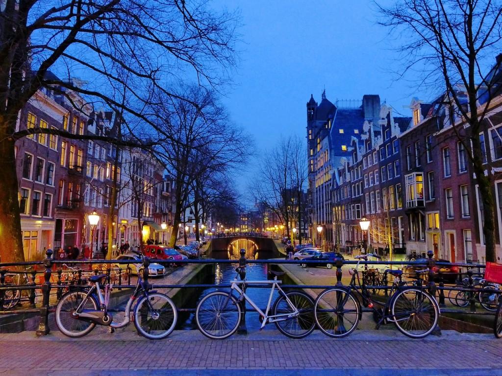 amsterdam-1243233_1280